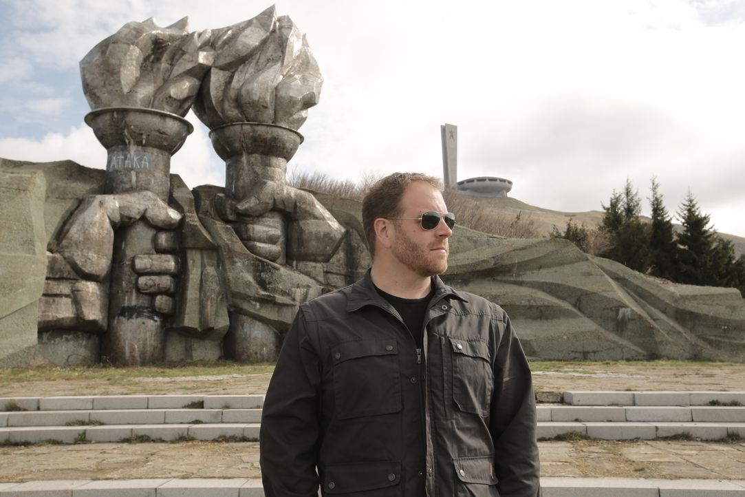 Während seiner Suche nach den Ursprüngen der Vampir-Legende, lässt es sich Josh Gates nicht nehmen, in Bulgarien das Buzludzha zu besuchen, ein Monu... - Bildquelle: 2015,The Travel Channel, L.L.C. All Rights Reserved