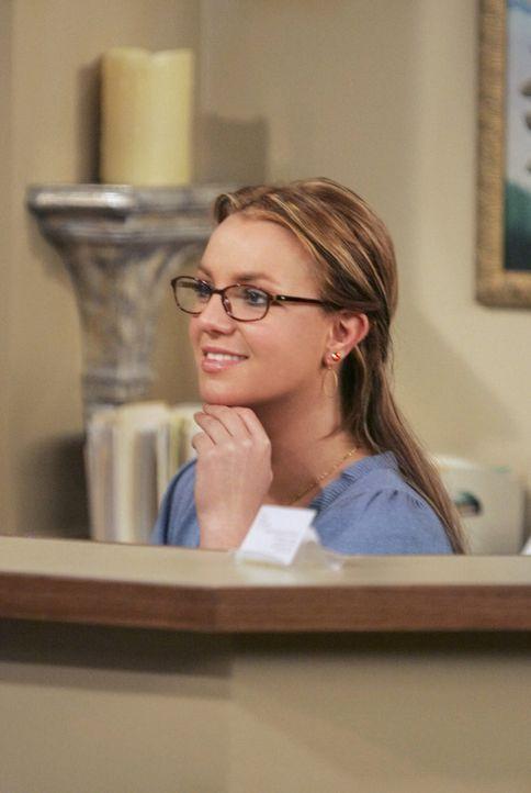 Findet großen Gefallen an Ted: Arzthelferin Abby (Britney Spears) ... - Bildquelle: 20th Century Fox International Television