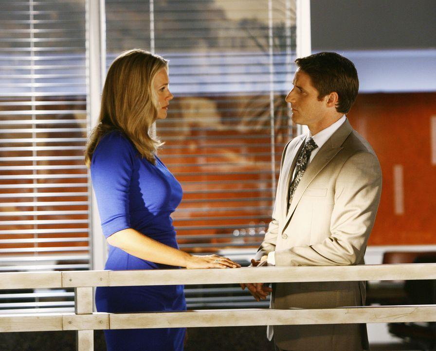 """Matt (Sam Jaeger, r.) hat große Probleme, Taylor mitzuteilen, dass er sie liebt und dass er sie heiraten möchte. Aber die Wörter """"Ich liebe dich"""" ge... - Bildquelle: Disney - ABC International Television"""