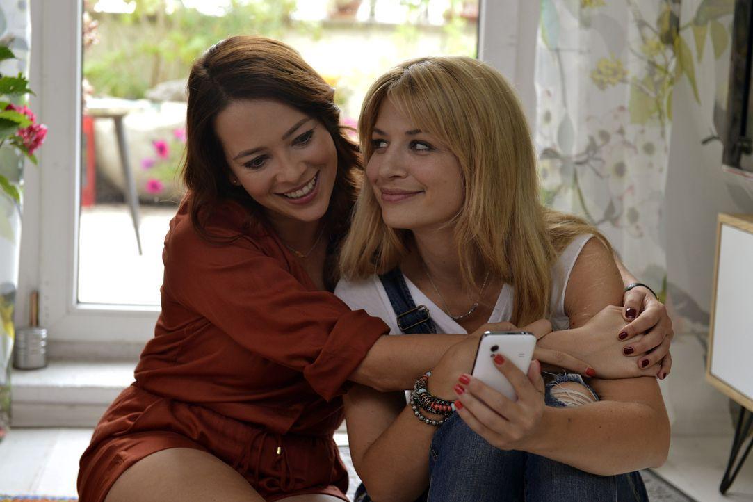 Dank Sally (Laura Osswald, l.) will Mila (Susan Sideropoulos, r.) doch ihr Casual-Sex Date mit Ralph wahrnehmen ... - Bildquelle: Oliver Ziebe SAT.1