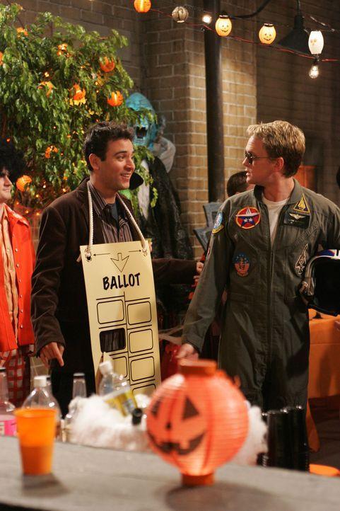Hoffen, auf der Halloween Party das richtige Mädchen zu treffen: Ted (Josh Radnor, l.) und Barney (Neil Patrick Harris, r.) ... - Bildquelle: 20th Century Fox International Television