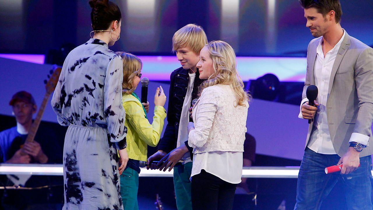 The-Voice-Kids-epi05-LuisaLauraLaurin-SAT1-Richard-Huebner - Bildquelle: SAT.1/Richard Hübner