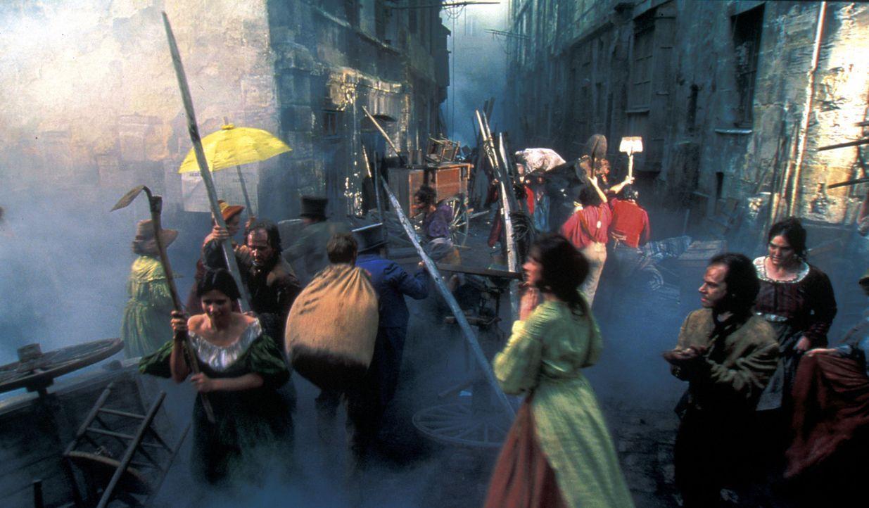 Paris 1830: Ein unheimliches gesichtsloses Phantom treibt in den Armenvierteln von Paris sein Unwesen und versetzt die Anwohner in Angst und Schreck... - Bildquelle: Studio Canal