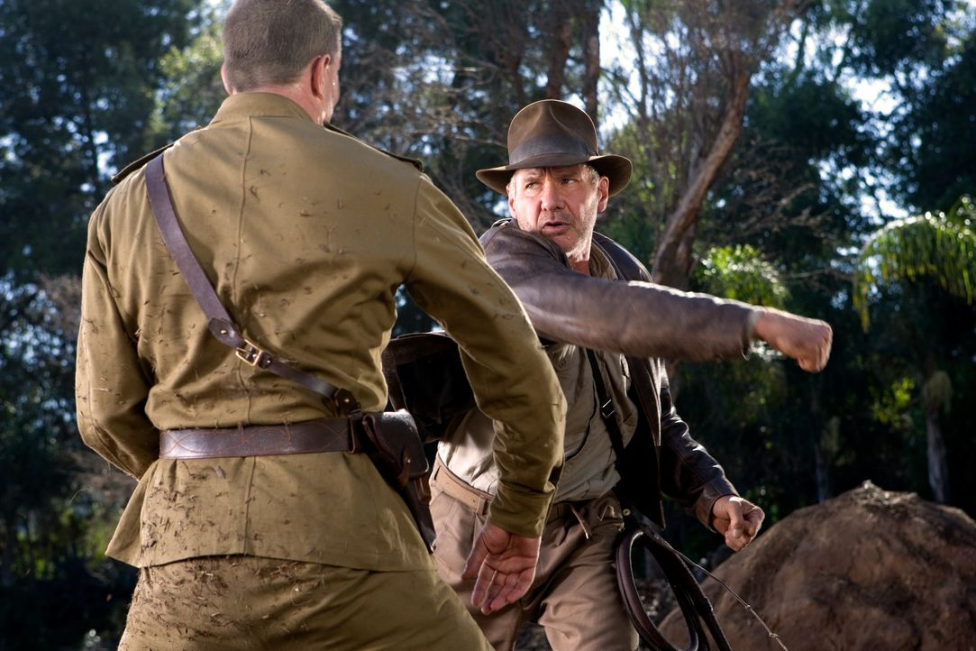 Er meistert jede noch so ausweglose Situation: Indiana Jones (Harrison Ford, r.) ... - Bildquelle: David James & TM 2008 Lucasfilm Ltd. All Rights Reserved.