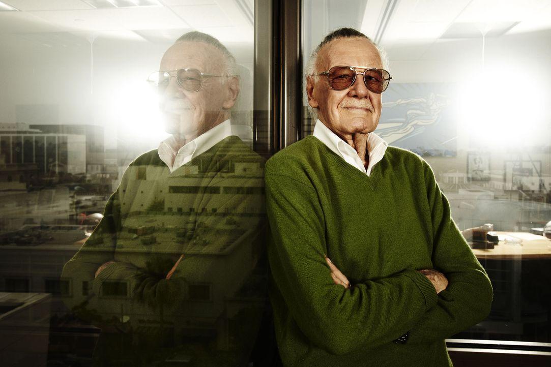 Comic-Ikone Stan Lee ist fest davon überzeugt, dass es Supermenschen wirklich gibt und begibt sich aus diesem Grund auf die Suche nach Menschen mit... - Bildquelle: 2011 A&E TELEVISION NETWORKS, LLC. ALL RIGHTS RESERVED.