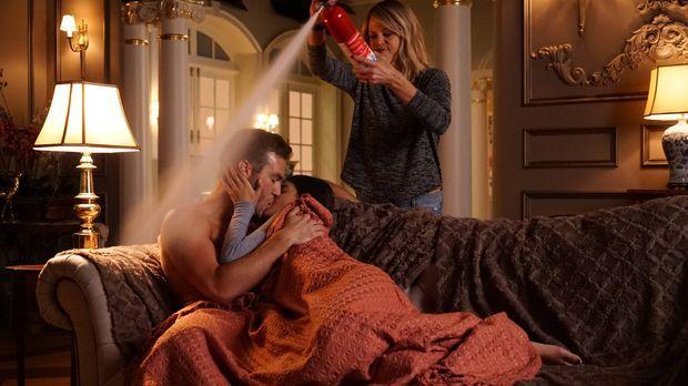 Mickey (Kaitlin Olson, r.) weiß, wie man ungeschützten Sex verhindert. Immer...