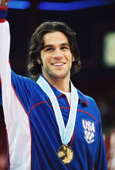Olympia-Sieger: Jim Craig (Eddie Cahill) ... - Bildquelle: Disney Enterprises, Inc. All rights reserved