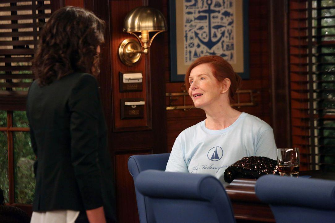 Der Streit zwischen ihrer zukünftigen Schwiegermutter Loretta (Frances Conroy, r.) und Robin (Cobie Smulders, l.) ist noch nicht vorbei ... - Bildquelle: 2013 Twentieth Century Fox Film Corporation. All rights reserved.