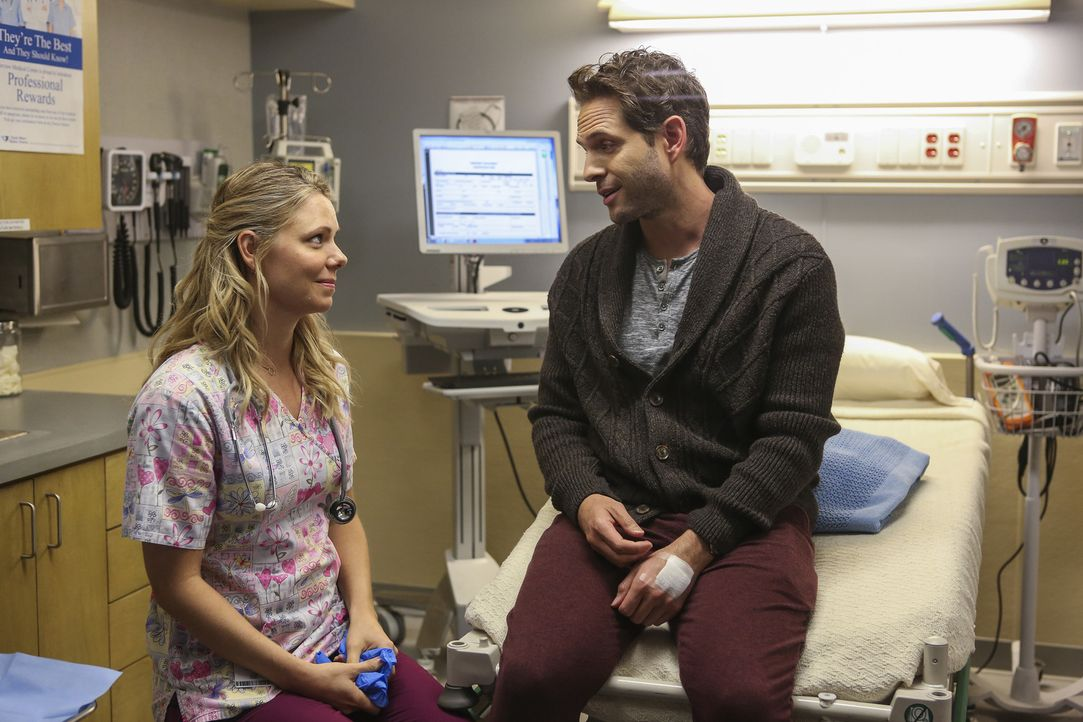 Meredith (Collette Wolfe, l.); Jack (Glenn Howerton, r.) - Bildquelle: Vivian Zink 2018 Universal Television LLC. ALL RIGHTS RESERVED./Vivian Zink