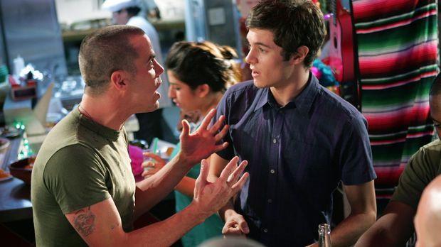 Seth (Adam Brody, r.) zwingt Ryan, ihn mit nach Mexiko zunehmen und dort geli...