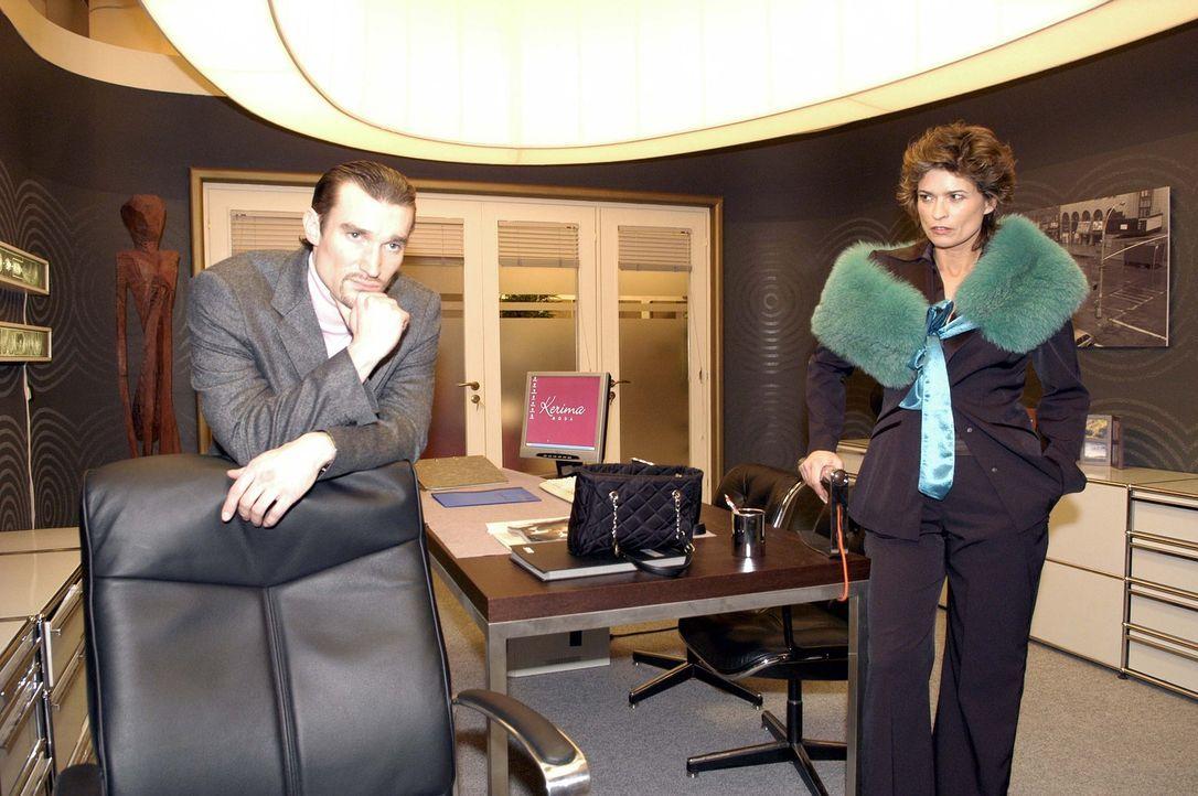 Richard von Brahmberg (Karim Köster, l.) und seine Mutter Sophie (Gabrielle Scharnitzky, r.) schmieden einen Plan, wie sie ihren Einfluss auf die Fi... - Bildquelle: Noreen Flynn Sat.1