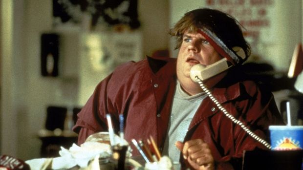Jedes Fettnäpfen ist ihm gerade recht: Mike (Chris Farley) ist mit dem Feinge...