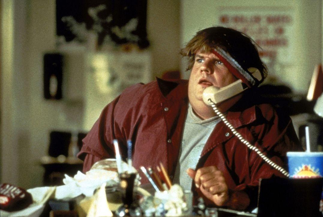 Jedes Fettnäpfen ist ihm gerade recht: Mike (Chris Farley) ist mit dem Feingefühl eines Panzers ausgestattet. Deshalb bringt er seinen Bruder immer... - Bildquelle: Paramount Pictures