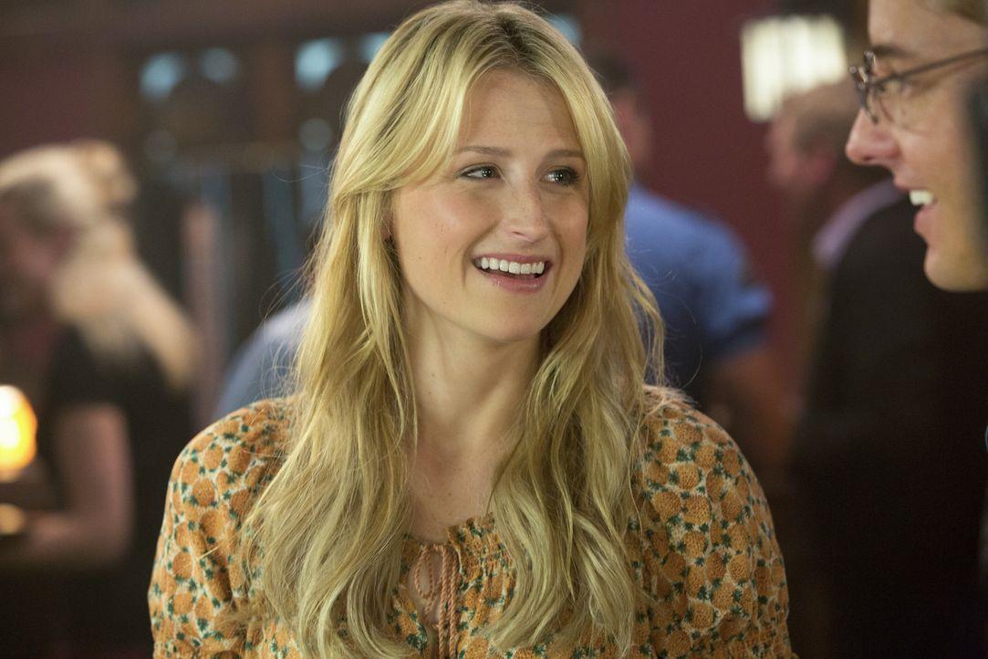 Emily (Mamie Gummer, l.) ist froh, dass Will (Justin Hartley, r.) nun doch nicht mit Cassandra ausgehen wird ... - Bildquelle: 2012 The CW Network, LLC. All rights reserved.