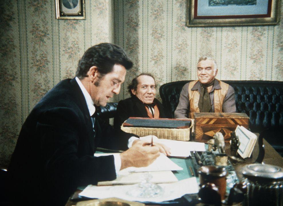 Ben Cartwright (Lorne Greene, r.) versucht, George Marshall (Michael Dunn, M.) eine Stelle in der Bank zu verschaffen, doch Direktor Flint (Edward B... - Bildquelle: Paramount Pictures