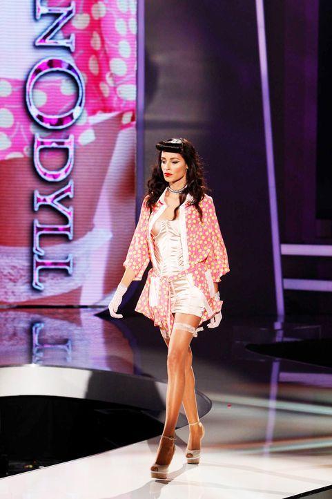 Fashion-Hero-Epi05-Gewinneroutfits-Rayan-Odyll-ASOS-01-Richard-Huebner - Bildquelle: Richard Huebner