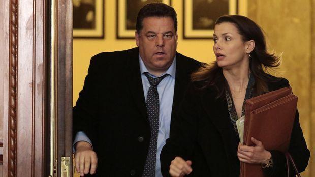 Erin (Bridget Moynahan, r.) und Anthony (Steve Schirripa, r.) haben ein Probl...
