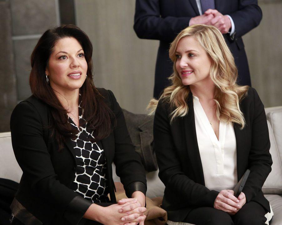 Das Ehepaar Dr. Callie Torres (Sara Ramirez, l.) und Dr. Arizona Robbins (Jessica Capshaw, r.) ist sich nicht immer sofort einig. Nach großen Strei... - Bildquelle: ABC Studios