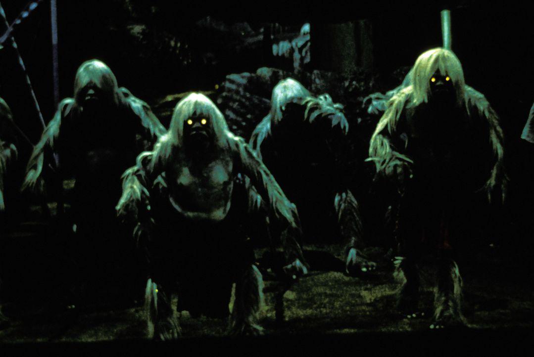 Im Jahr 802.701 leben die kannibalischen Morlocks unter der Erde ... - Bildquelle: Warner Bros. Pictures