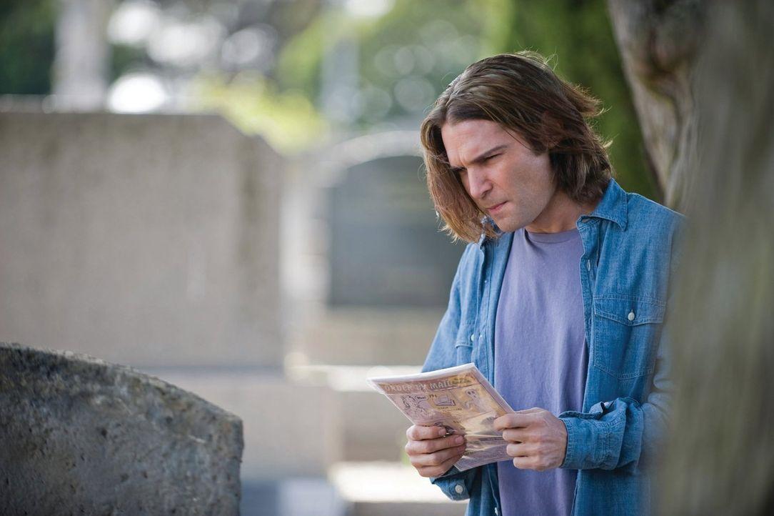 Eines Tages tritt eine attraktive Autorin von Vampirromanen, Gwen Lieber, in Edgars (Corey Feldman) Leben, um ihn zu beauftragen, ihren Bruder zu re... - Bildquelle: 2010 Warner Bros.