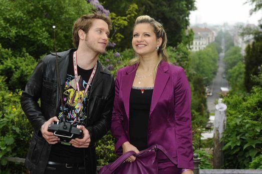 Anna und die Liebe - Jojo (Bernhard Bozian, l.) hat von Enrique eine ganz bes...