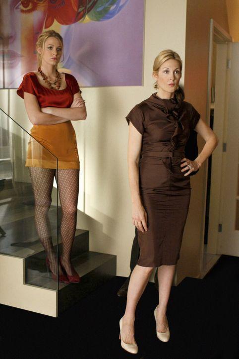 Lily (Kelly Rutherford, r.) und Serena (Blake Lively, l.) stellen Bart zur Rede ... - Bildquelle: Warner Brothers