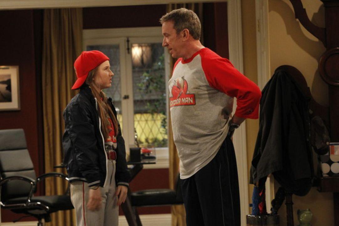 In Mikes (Tim Allen, r.) Softball-Team sollen dieses Jahr auch Frauen mitspielen. Er rekrutiert sofort seine Tochter Eve (Kaitly Dever, l.) Doch spi... - Bildquelle: 2011 Twentieth Century Fox Film Corporation