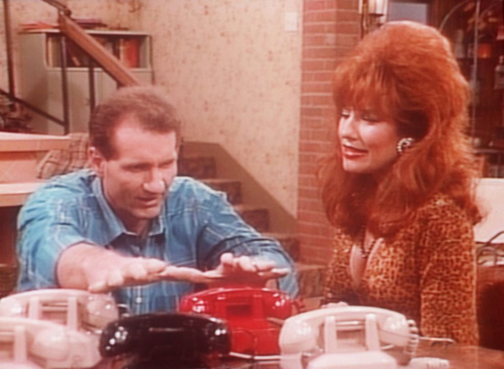 Al (Ed O'Neill, l.) rechnet fest damit, dass sein Schuh-Notrufservice besonders gut laufen wird. Peggy (Katey Sagal, r.) dagegen hat ihre Zweifel. - Bildquelle: Sony Pictures Television International. All Rights Reserved.