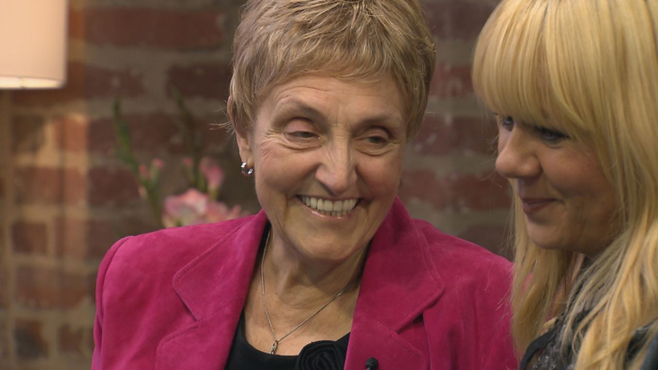 Die 62-jährige Ria (l.) hat dank einer Knochenmarktransplantation die Leukämie besiegt. Die Spenderin lebt in den USA und es ist Rias größter Wunsch... - Bildquelle: SAT.1