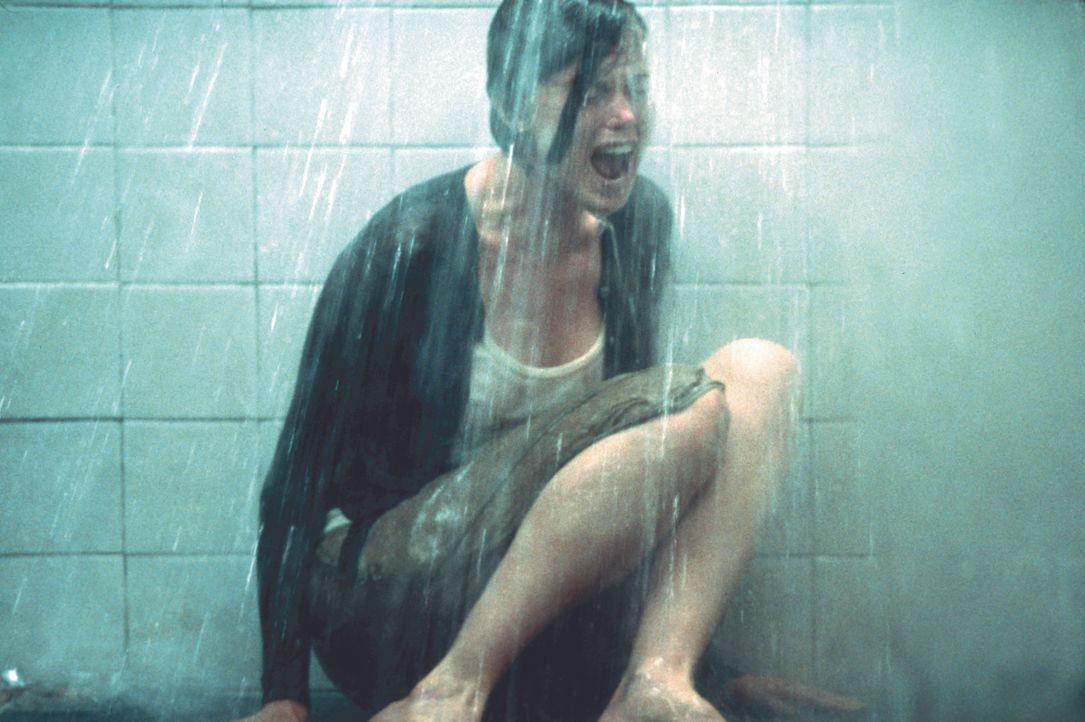 Der Peiniger ist bereits aus dem Verkehr gezogen worden. Doch sein jüngster Opfer, Julia (Tara Subkoff), befindet sich dennoch in seiner Gewalt ... - Bildquelle: Kinowelt Filmverleih