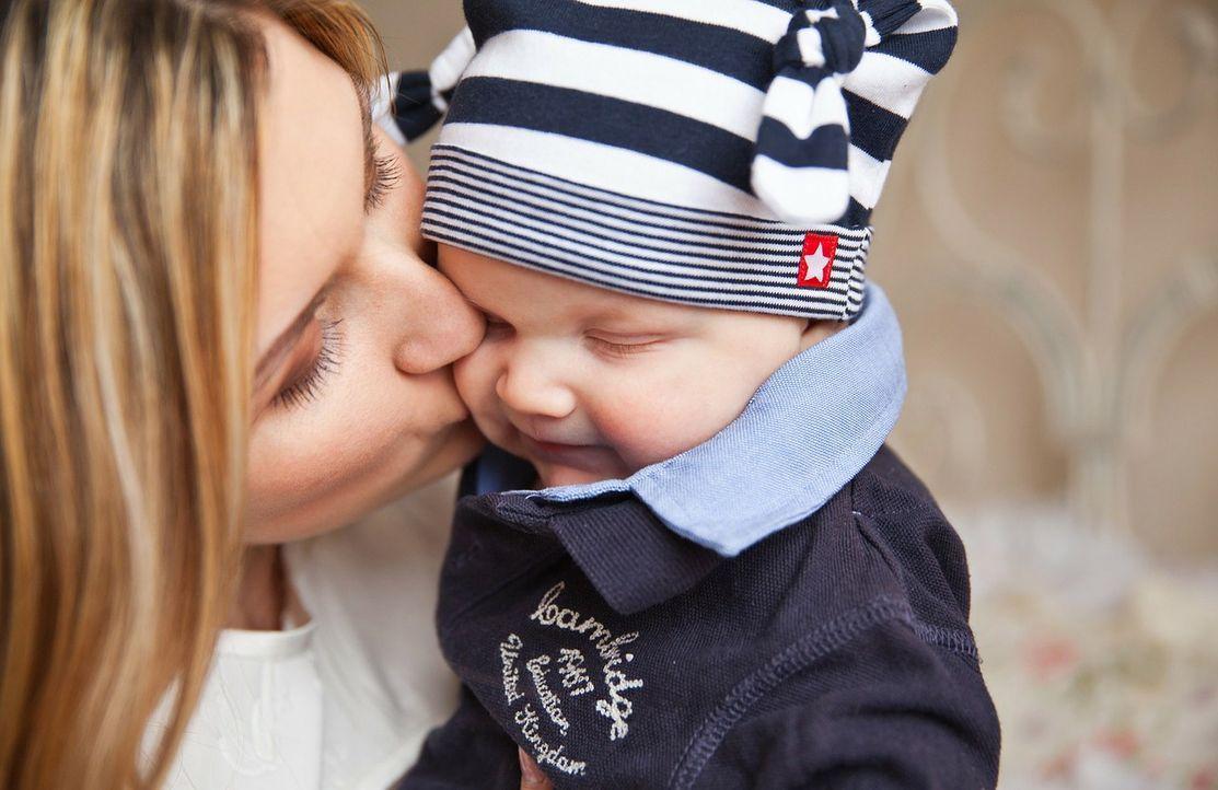 Thema: KörperkontaktLassen!Bitte nicht abknutschen! Den Säugling zu küssen s... - Bildquelle: Pixabay