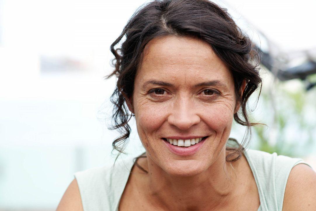Silke (Ulrike Folkerts) hat sich wunderbar eingerichtet in ihrer Welt. Ihre Ehe mit dem Bauleiter Richard währt nun schon fast zwanzig Jahre. Doch... - Bildquelle: Sat.1