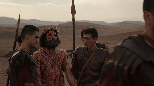 Jesus bei seiner Kreuzigung mit römischen Soldaten. Die Doku
