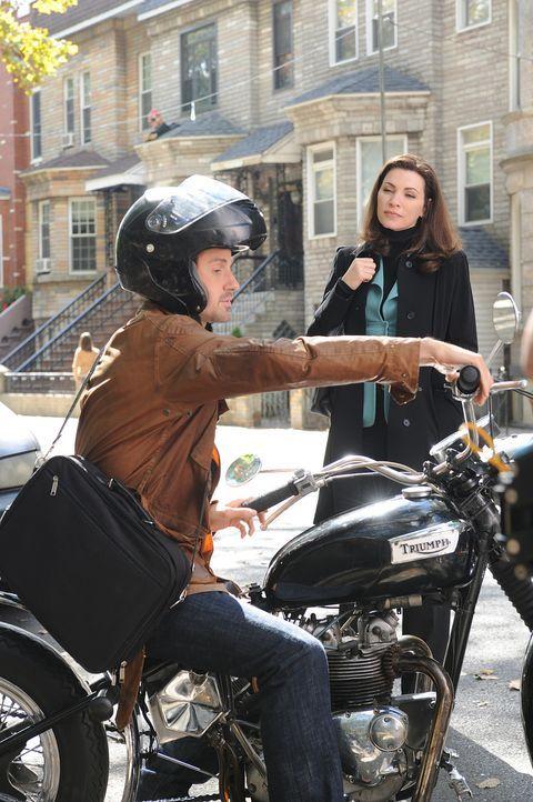 Sollen im Fall Stern zusammenarbeiten: Alicia (Julianna Margulies, r.) und Ryan Alprin (Chris Bowers, l.) ... - Bildquelle: CBS Studios Inc. All Rights Reserved.