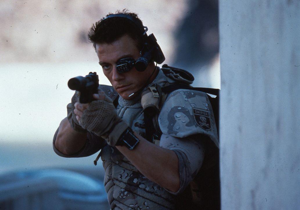 Eines Tages gewinnt Luc (Jean-Claude Van Damme) plötzlich sein Gedächtnis zurück und besinnt sich einer alten Feindschaft ... - Bildquelle: 1992 TriStar Pictures