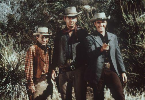Bonanza - Trask (Robert Lansing, r.) hat sich von zwei Verrätern ins Lager se...