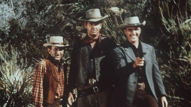 Trask (Robert Lansing, r.) hat sich von zwei Verrätern ins Lager seines Erzfe...