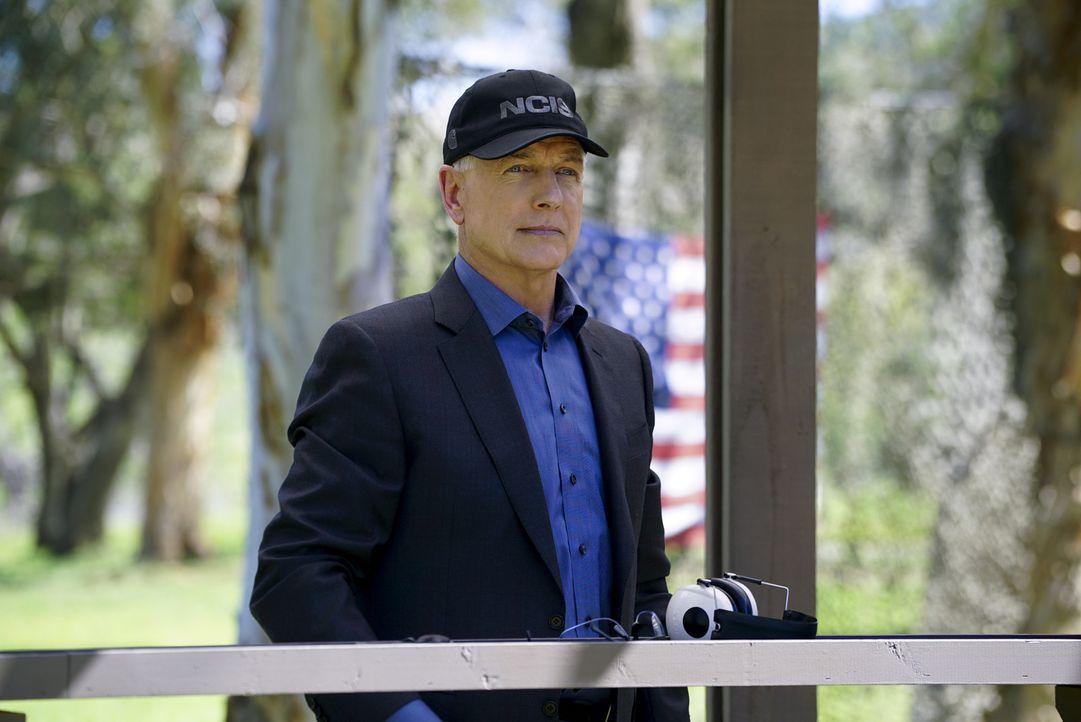 Bei Ermittlungen kann ihm keiner das Wasser reichen: Leroy Jethro Gibbs (Mark Harmon) ... - Bildquelle: 2016 CBS Broadcasting, Inc. All Rights Reserved