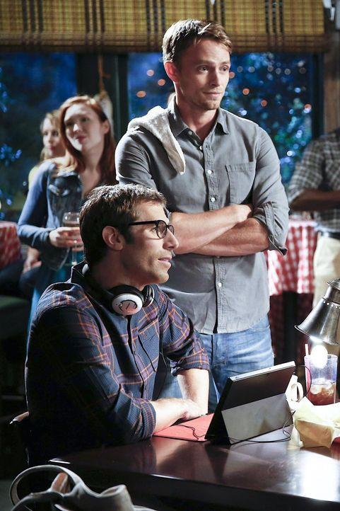 Wade (Wilson Bethel, r.) und Joel (Josh Cooke, l.) verbringen ihre Freizeit am liebsten gemeinsam ... - Bildquelle: Warner Brothers