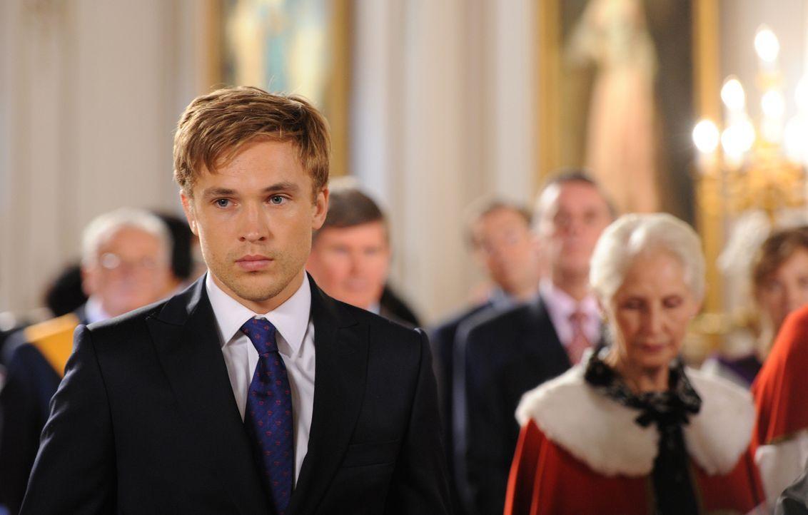 Ein großer Tag für Prinz Liam (William Moseley): Er soll, nachdem sein Vater, der König, attackiert wurde, offiziell zum Prinzregenten ernannt werde... - Bildquelle: Stuart Wilson 2014 E! Entertainment Media LLC/Lions Gate Television Inc.