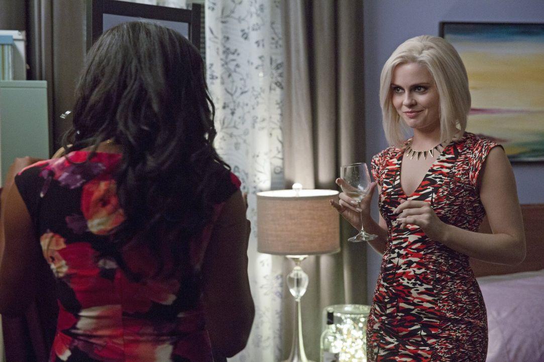 Bei ihren Ermittlungen trifft Liv (Rose McIver, r.) auf Bethany (Jazz Raycole, l.), die Stylistin des Ehemannes der ermordeten High Society Lady, un... - Bildquelle: 2014 Warner Brothers