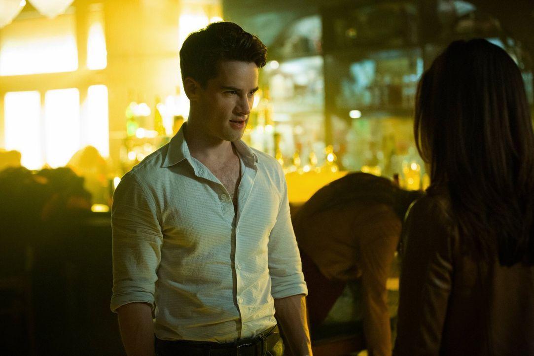 Wird Lucien (Andrew Lees) sein Ziel erreichen und Klaus brechen? - Bildquelle: Warner Bros. Entertainment, Inc.