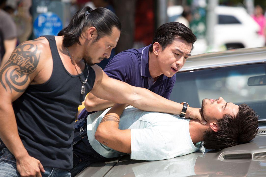 Der Fahrradkurier Cam (Taylor Lautner, r.) wird von der chinesischen Mafia (Sam Medina, l. und Johnny M. Wu, M.) bedroht, da er ihnen jede Menge Gel... - Bildquelle: David Dougan 2013 Melbarken Inc