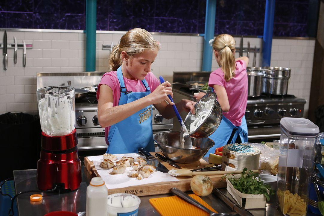 """Emily (l.) und Lyla (r.) sind Zwillingsschwestern und träumen von ihrem eigenen Restaurant """"Kitchentwins"""". Auf ihrem Blog posten sie regelmäßig ihre... - Bildquelle: Jason DeCrow 2015, Television Food Network, G.P. All Rights Reserved"""