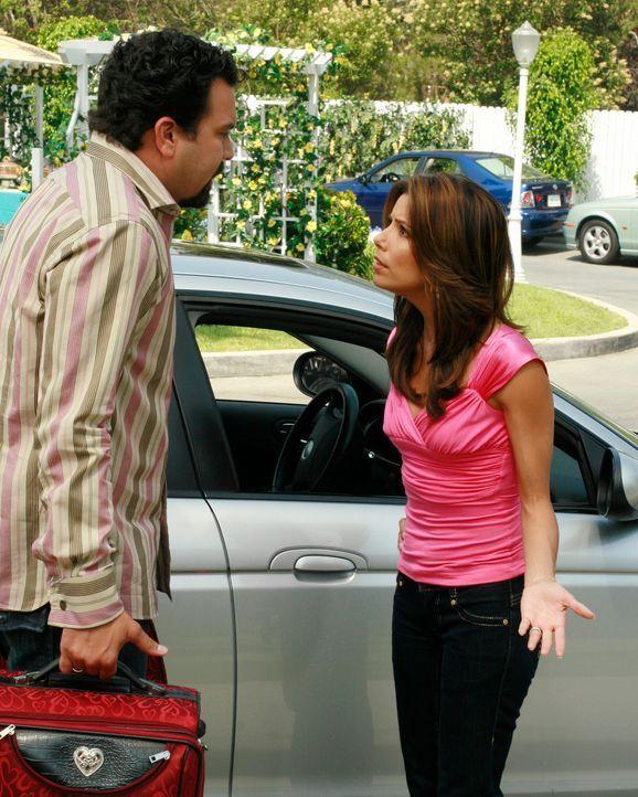 Edie wird aus dem Krankenhaus entlassen und behauptet, dass der ganze Vorfall sie und Carlos (Ricardo Antonio Chavira, l.) wieder näher zusammengebr... - Bildquelle: ABC Studios