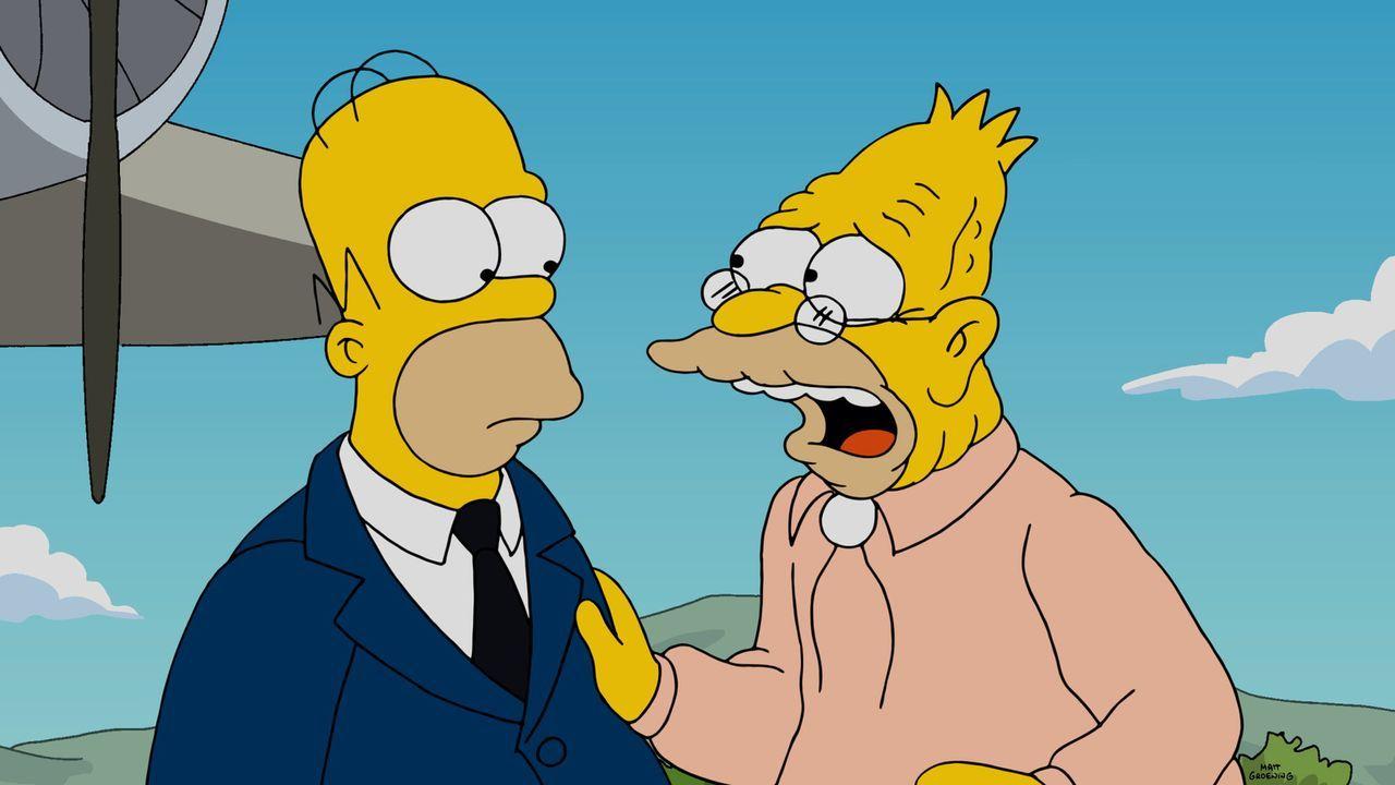 Während Bart versucht bei Milhouses Cousine zu landen, will Grandpa Abe (r.) Homer (l.) die Wahrheit über seine Zeit beim Millitär erzählen ... - Bildquelle: 2014 Twentieth Century Fox Film Corporation. All rights reserved.