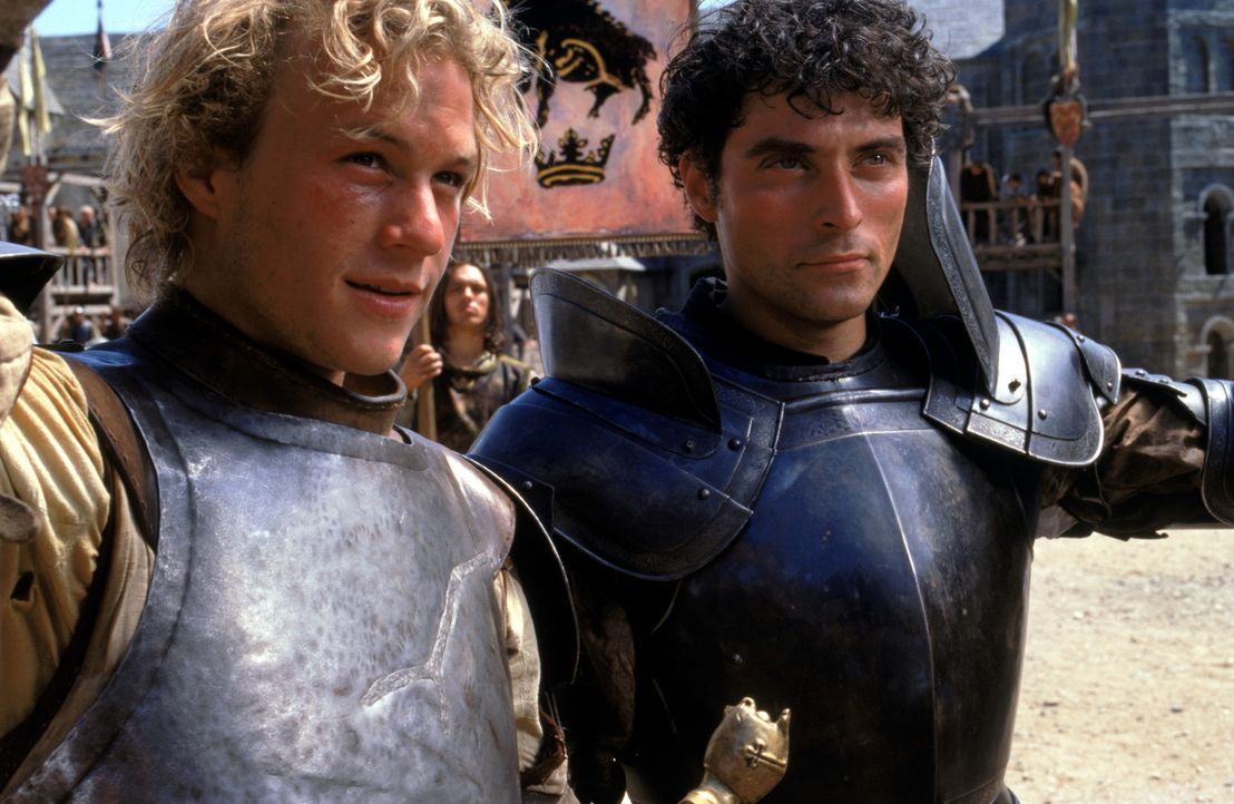 Zwischen den beiden Kontrahenten Count Adhemar von Anjou (Rufus Sewell, r.) und William (Heath Ledger, l.) entbrennt ein mörderischer Kampf ... - Bildquelle: 2003 Sony Pictures Television International. All Rights Reserved