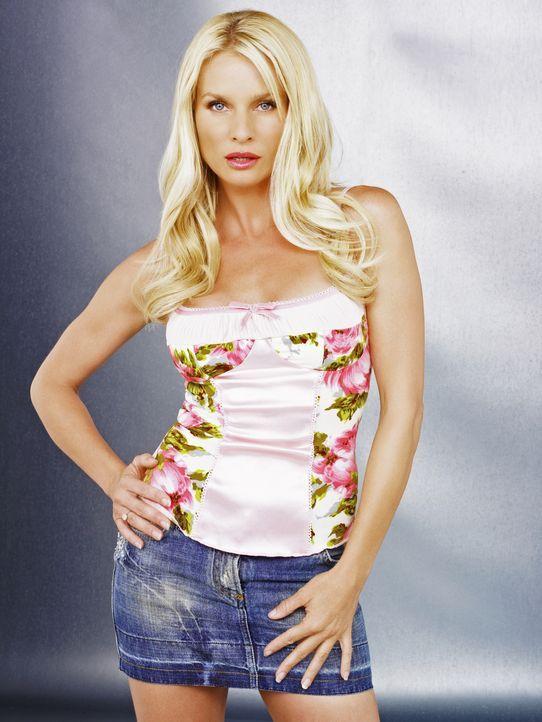 (2. Staffel) - Geizt nicht mit ihren Reizen: Edie Britt (Nicollette Sheridan) ... - Bildquelle: 2005 Touchstone Television  All Rights Reserved