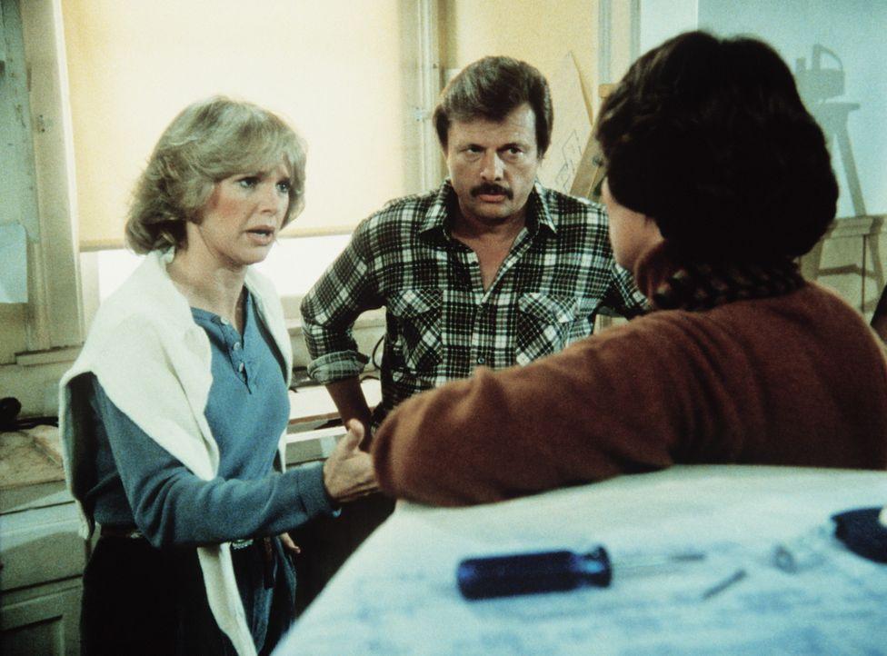 Harvey (John Karlen) ist davon überzeugt, dass sein Arbeitskollege ermordet worden ist. Cagney (Sharon Gless, l.) versucht, seiner Frau Mary Beth (... - Bildquelle: ORION PICTURES CORPORATION. ALL RIGHTS RESERVED.