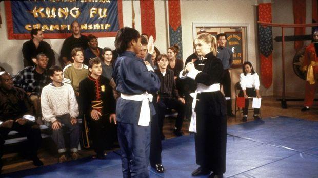 Sabrina (Melissa Joan Hart, r.) kämpft bei den Meisterschaften gegen den Meis...